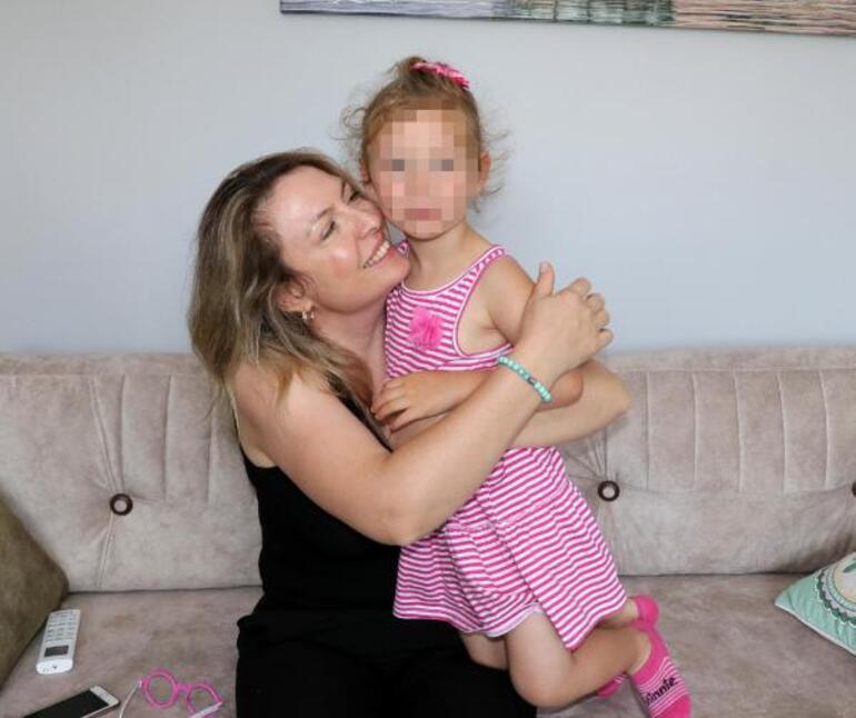Kızını icra memurlarıyla alan doktor babadan hemşire anneye: Olayı dramatikleştirmiştir