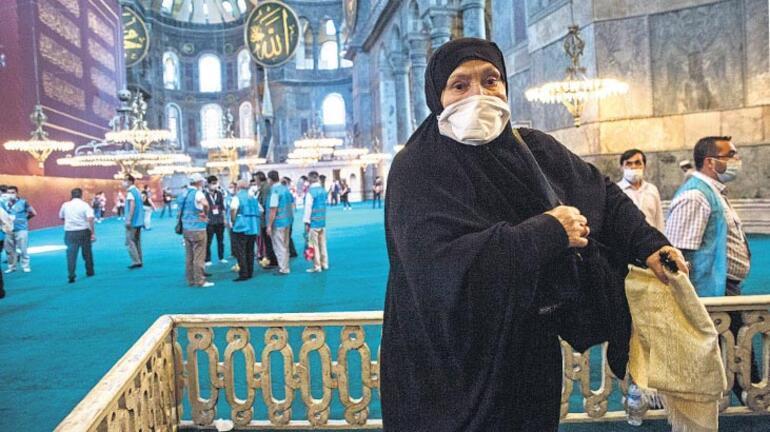Ayasofya'da tarihi cuma 86 yıl sonra yeniden cami
