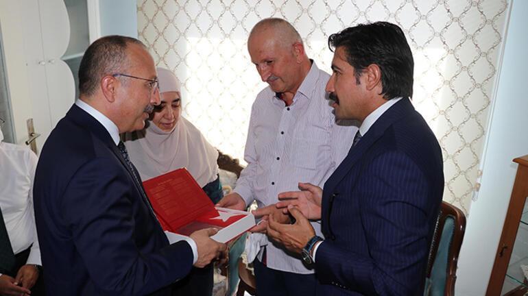 Denizlide şehit ailesine Kuran-ı Kerim ve Türk bayrağı hediye edildi