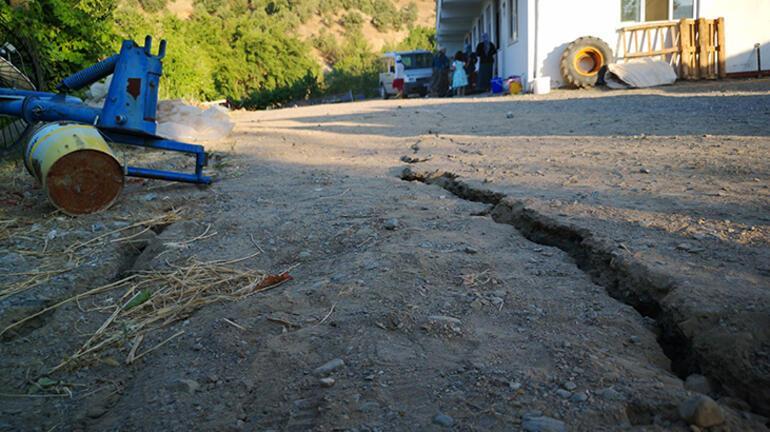 Malatyadaki 5.2lik deprem sonrası dev yarıklar oluştu