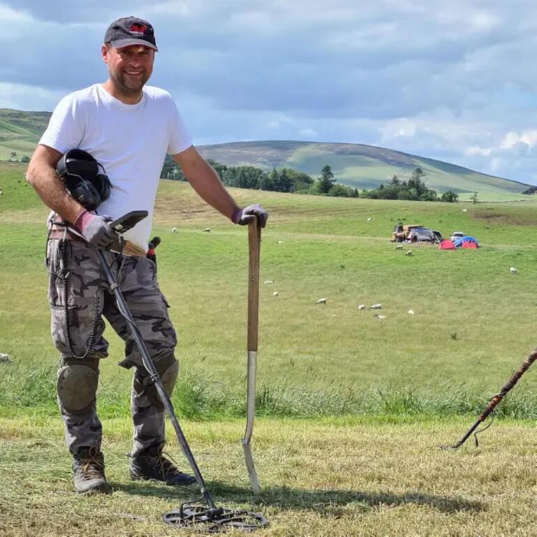 Define avcısı, Bronz Çağı'na ait koşum takımı ve kılıç buldu