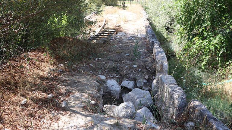 Roma Döneminden kalma tarihi köprüyü bu hale getirdiler