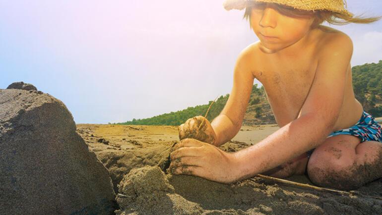 Çocukları 8 adımda güneş çarpmasından korumanın yolları