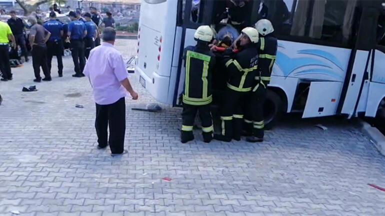 Son dakika... Askerleri taşıyan minibüs kaza yaptı: Çok sayıda yaralı var