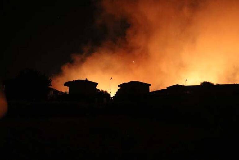 İzmirde yangın paniği 4 site boşatıldı