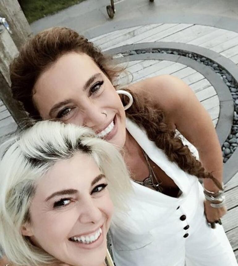 Şarkıcı Sıla, Gözde Kansu ile nostalji yaptı