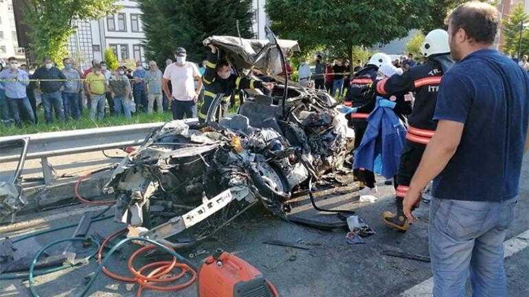 Çok feci kaza Otomobil hurdaya döndü