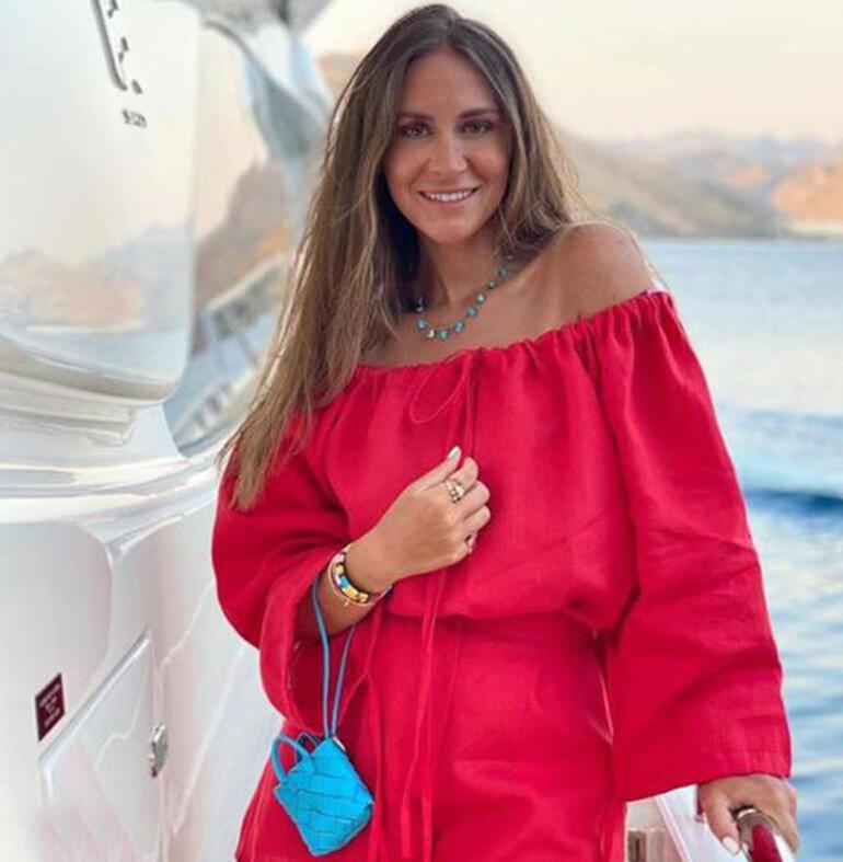 Selma Çilek 4 bin TL'lik mini çantasıyla dikkat çekti
