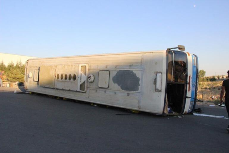 İşçileri taşıyan servis otobüsü devrildi: Çok sayıda yaralı var