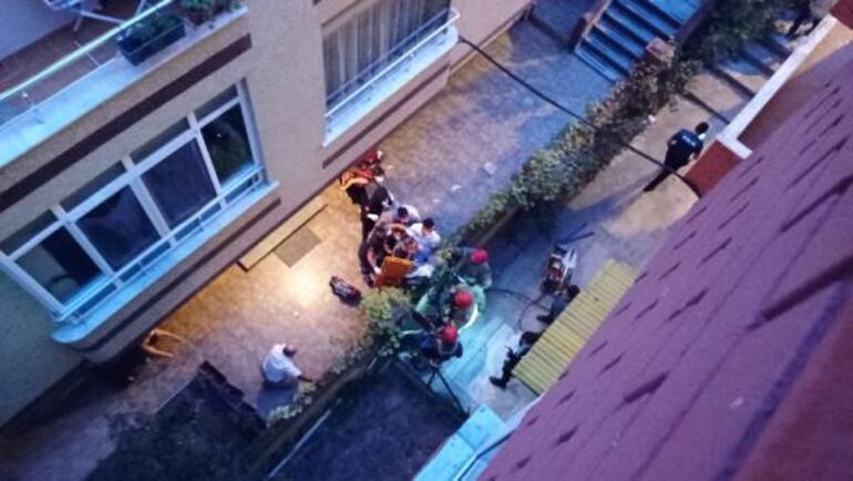 Balkondan düşen yaşlı adama demir korkuluklar saplandı
