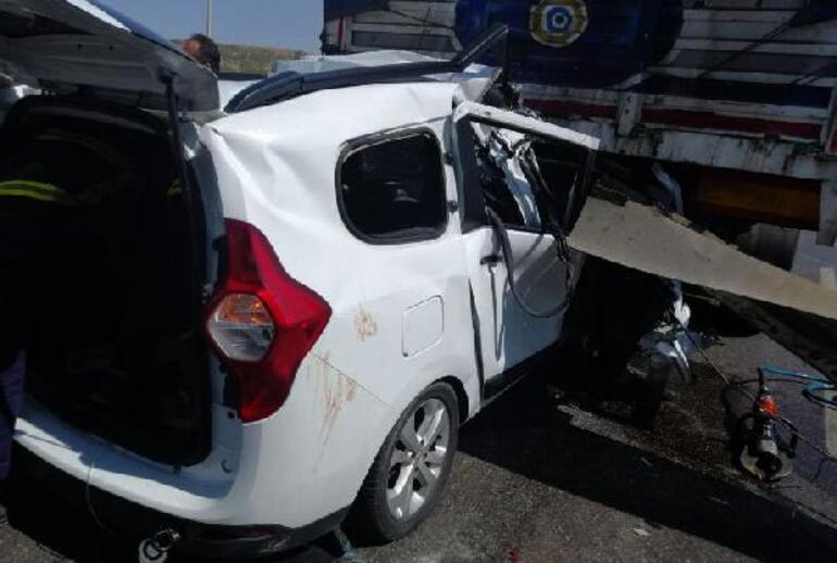 Son dakika... Gaziantepte TIRa çarpan araçtaki 3 kişi öldü, 2 kişi yaralandı