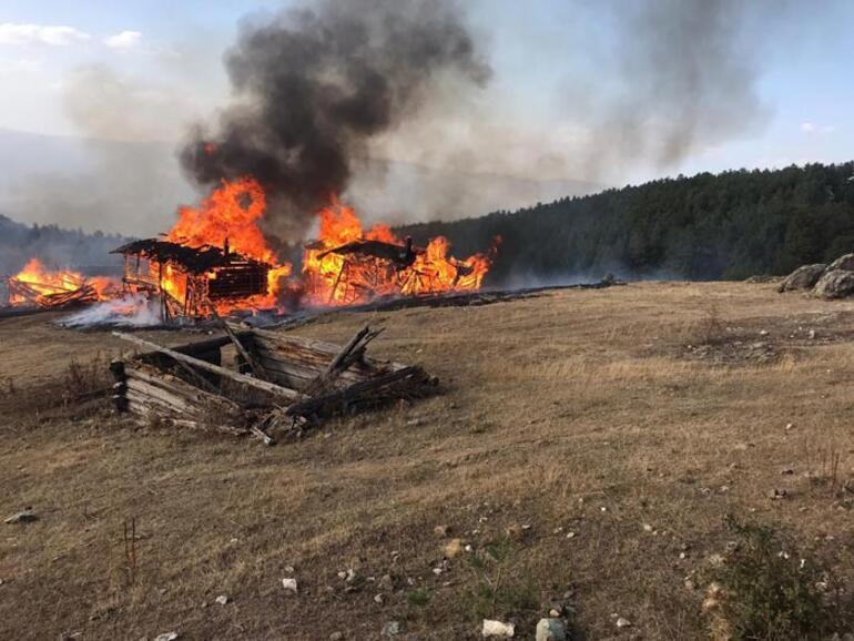 Kastamonuda korkutan yangın 6 ev kül oldu