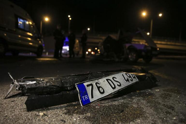 Ankarada gece yarısı feci kaza Araç hurdaya döndü