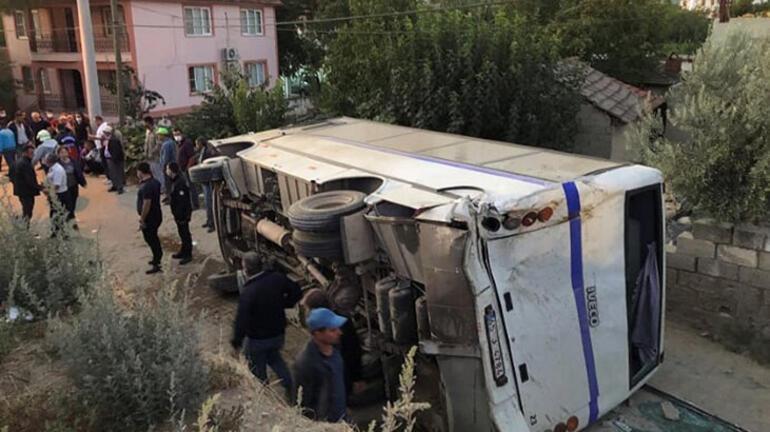 Feci kaza Minibüsle kamyon çarpıştı: 26 yaralı