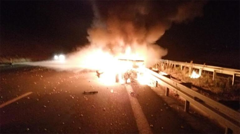 Araba alev topuna döndü 5 kişi yaralandı
