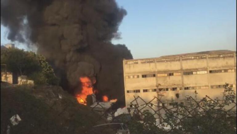 Son dakika.... İstanbulda fabrikada yangın