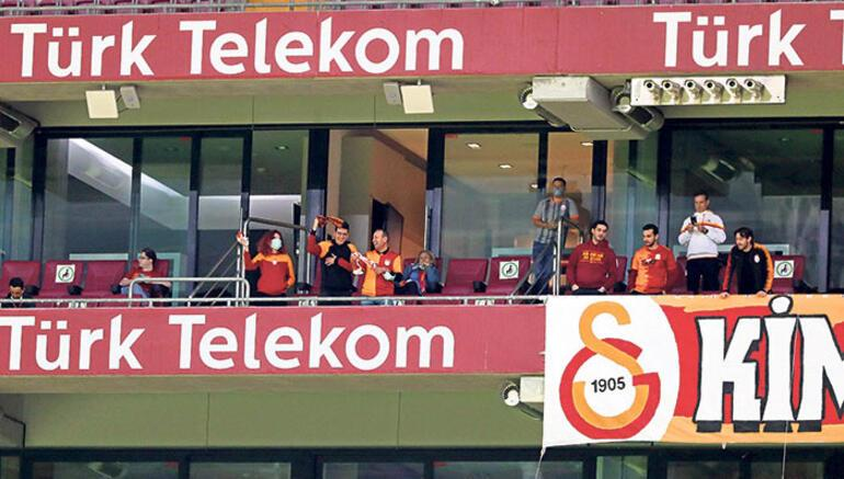 Galatasarayda loca krizi Seyirci limiti aşıldı...