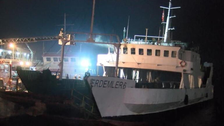 İstanbulda sıcak dakikalar Gemide yangın çıktı
