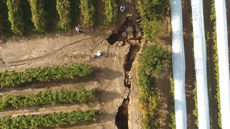 Sel suları, fay hattında 3 metrelik dev yarıklar oluşturdu