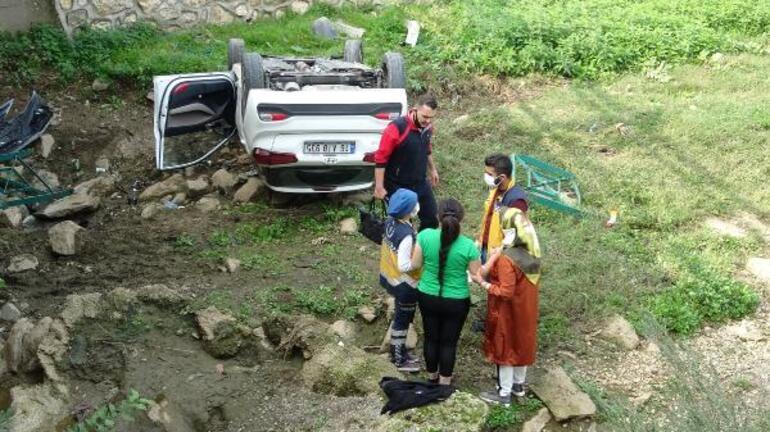 Otomobil dereye uçtu, yabancı uyruklu 2 kadın şoka girdi
