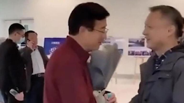 Koronavirüs sonrası ten rengi değişen Çinli doktorun son hali ortaya çıktı