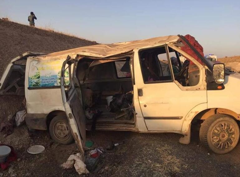 İşçileri taşıyan minibüs devrildi Ölü ve yaralılar var