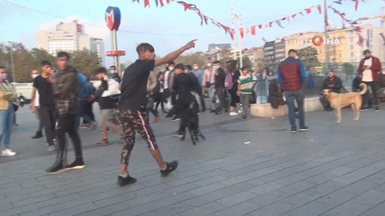 Taksim Meydanında iki grup arasındaki kavga kamerada