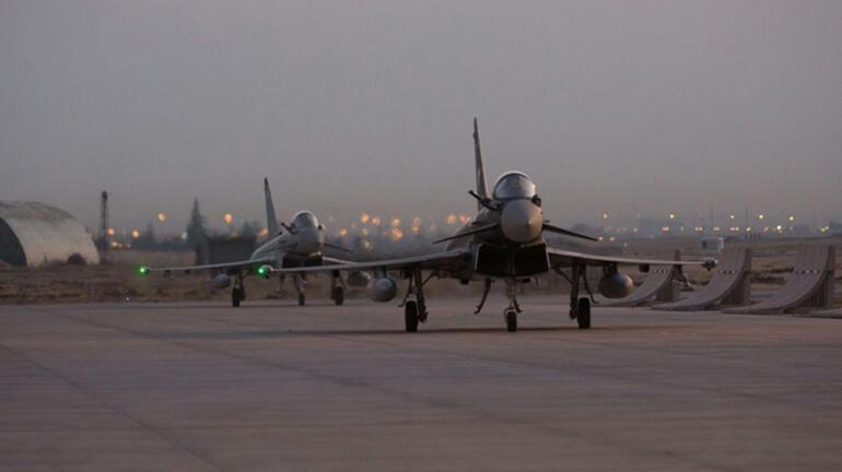 Son dakika... İngiltere Kraliyetine ait iki uçak Konyada