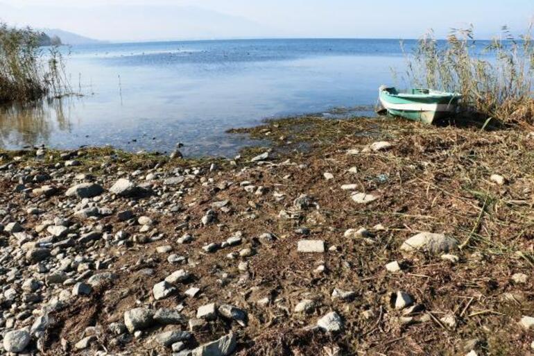 Sapanca Gölünde su seviyesi kritik noktaya doğru düşüyor