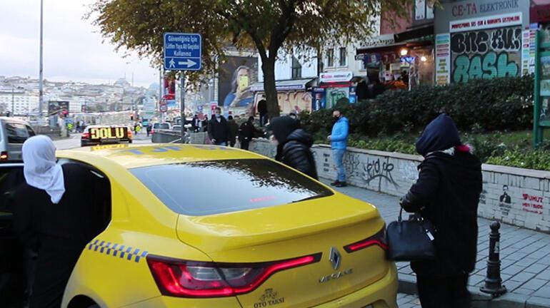 """""""Yolda kaldık"""" diyerek dilenen 3 kadın, taksi çağırarak kaçtı"""