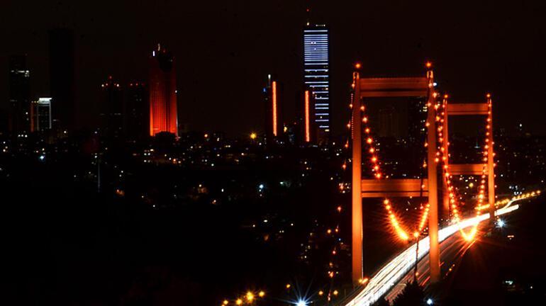 İstanbulun simgeleri turuncuya boyandı İşte nedeni...