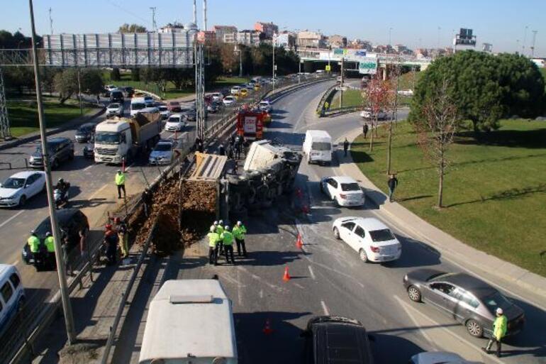 Şişlide mucize kurtuluş Otomobilinin üzerine hafriyat kamyonu devrildi
