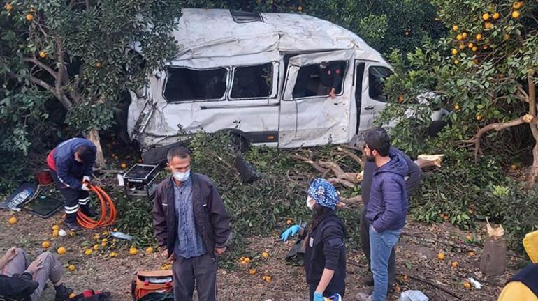 Hatayda tarım işçilerini taşıyan minibüs devrildi: 9 yaralı