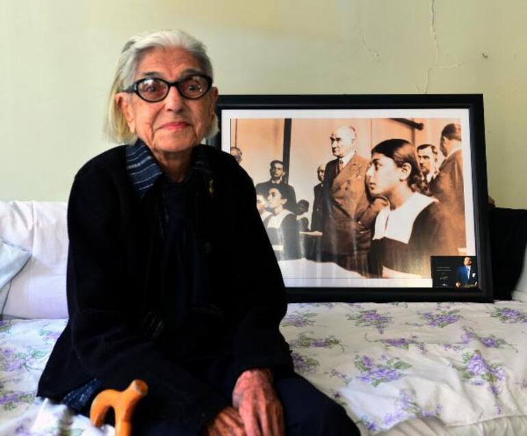 Atatürkle fotoğrafı bulunan Remziye Tatlı , 99 yaşında hayatını kaybetti