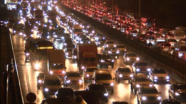 Son dakika Sokağa çıkma yasağına saatler kala trafik durma noktasına geldi
