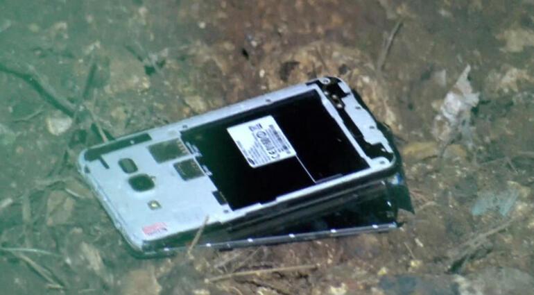 İstanbulda FETÖ operasyonu Cep telefonlarını fırlattı