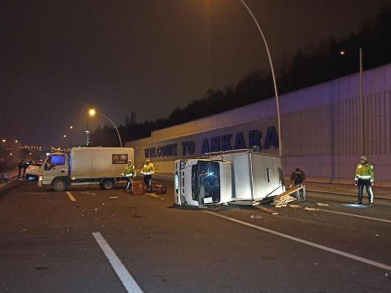 Alkollü sürücü ekmek yüklü kamyonete çarptı: 2 ölü, 2 yaralı...