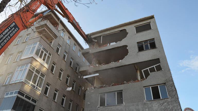 Son dakika... İstanbuldaki korku binası yıkıldı