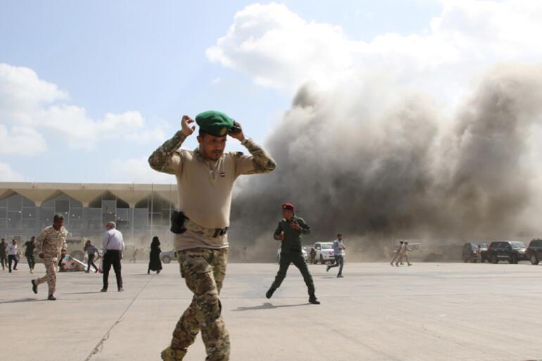 Son anda ... havaalanı patladı ve bakanlar uçaktan indi, dünya şok içinde ...