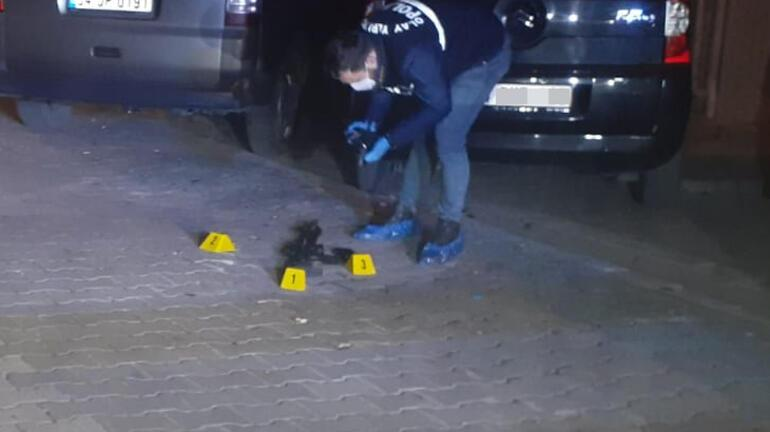 Esenyurtta otomobilden yola pompalı tüfek atıldı