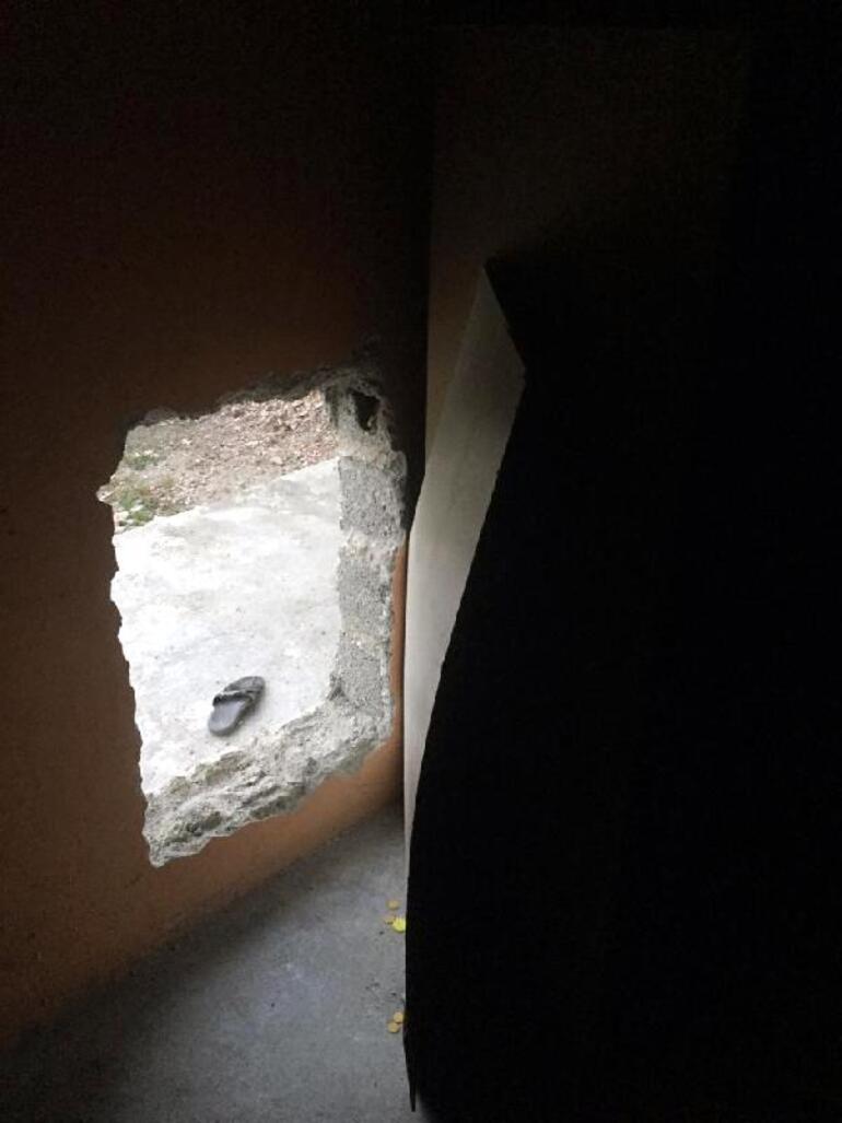 Kapıdan giremeyince duvarı delip girdiler