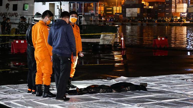 Son dakika:  Endonezyada düşen yolcu uçağından sinyal alındı
