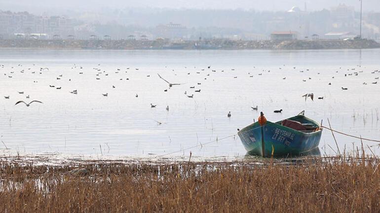 Suyu 50 metre çekilen Beyşehir Gölü ağlıyor