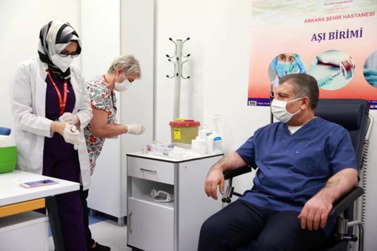 Son Dakika: Acil kullanım onayı çıktı Bakanı Koca koronavirüs aşısı oldu