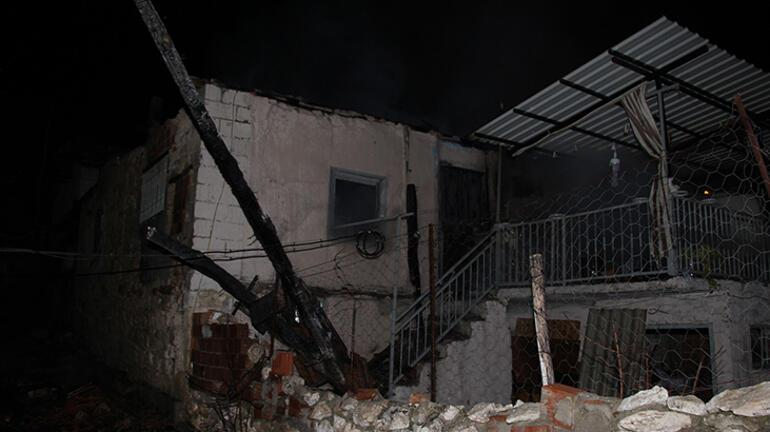 Manisada feci yangın 3 ev kullanılamaz hale geldi