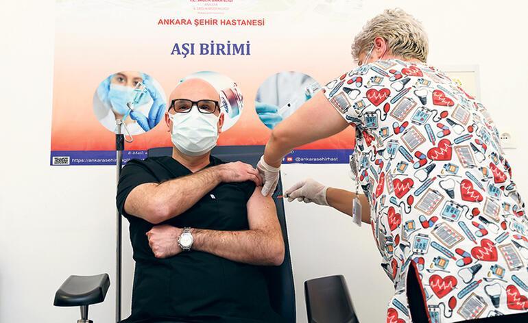 Bir günde 286 bin sağlıkçı aşılandı