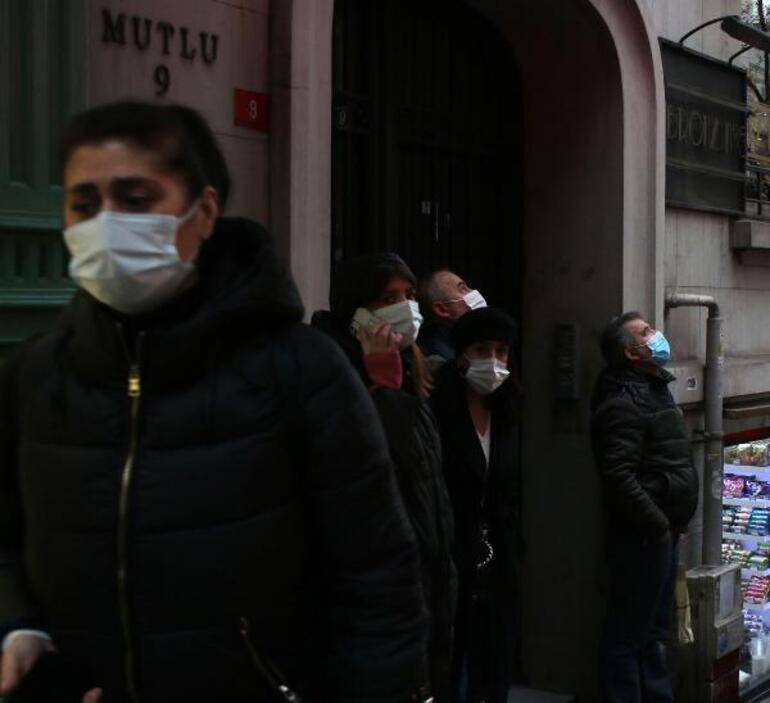 İstanbulda ünlü mağazanın bulunduğu binada yangın paniği