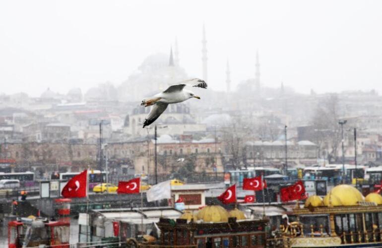 Son dakika... İstanbulda kar yağışı etkisini sürdürüyor