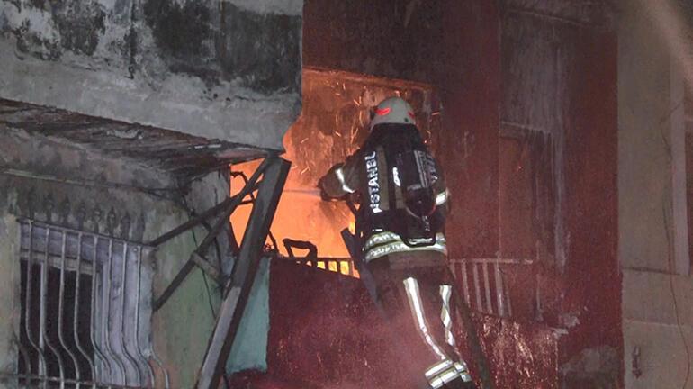 İstanbulda korkutan yangın Üst katlara sıçradı