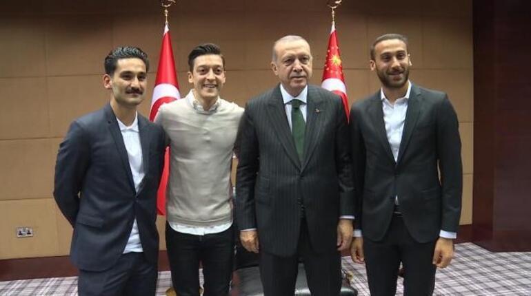 Son dakika... Toplantıya damga vuran an Mesut Özil sorusu...